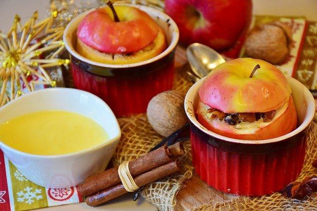 Bratapfel ist ein Tipp aus der 5 Elemente Ernährung zum Weihnachtsmenü als leckeres Dessert