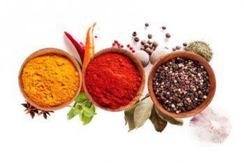 verschiedene Gewürze bringen die 5 Geschmacksrichtungen in ein Gericht