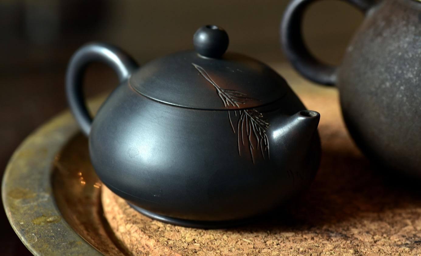 chinesische Teekanne für die Zubereitung von TCM Heilkräutern